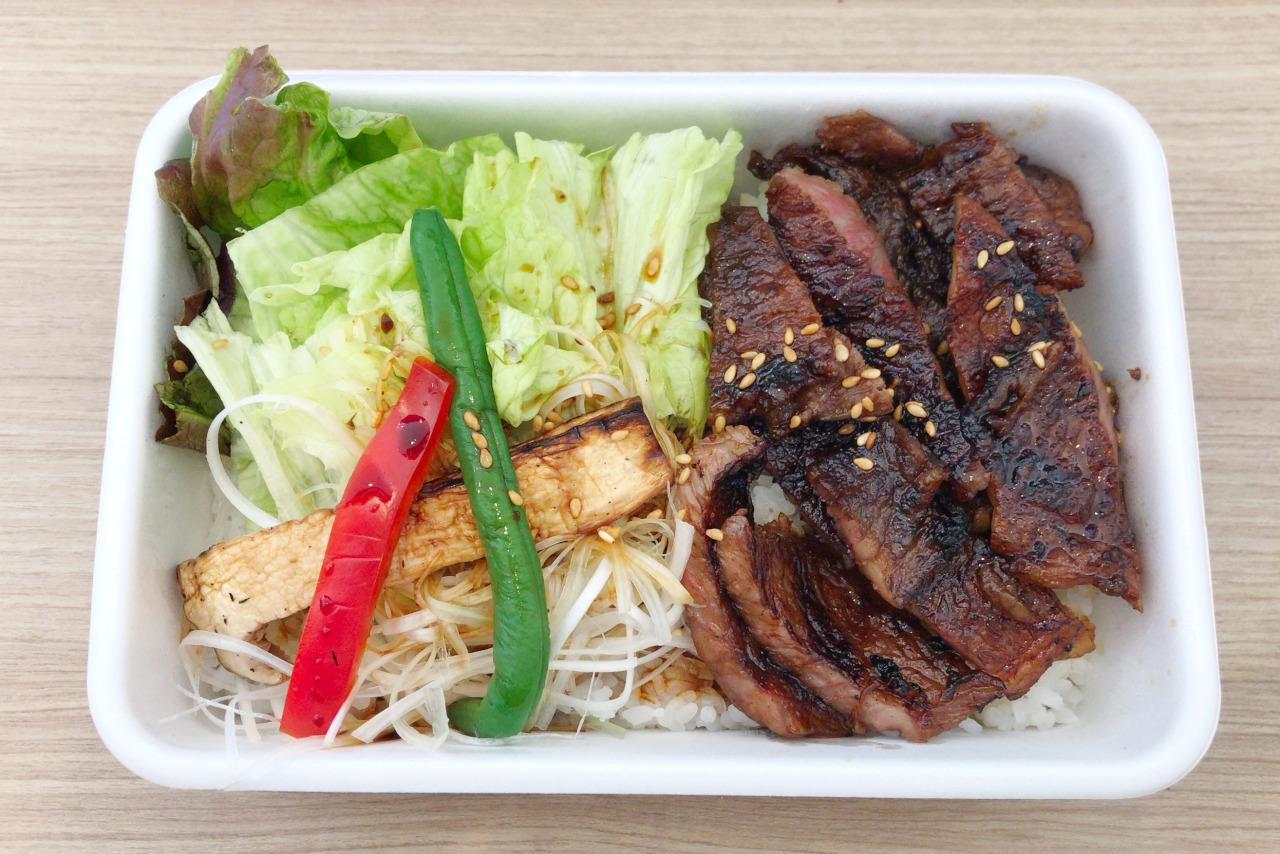都賀の土佐屋で和牛ステーキ弁当を持ち帰り!炭火で香ばしく焼かれたとろけるジューシーなお肉が美味すぎる