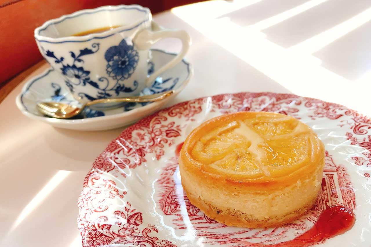 JR都賀駅近くの珈琲ニューペンギンは古き良き喫茶店 ハニーレモンベイクドチーズケーキとホットコーヒーで優雅に朝活