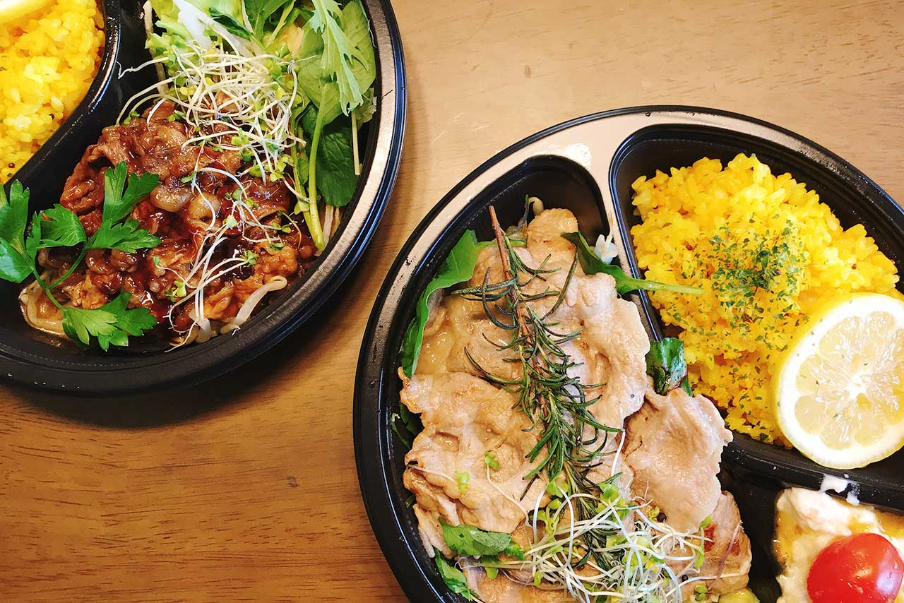 都賀のクリスタルヒーリングカフェはUber Eats (ウーバーイーツ)対応!野菜とお肉で大満足なランチプレートを早速頼んでみた!